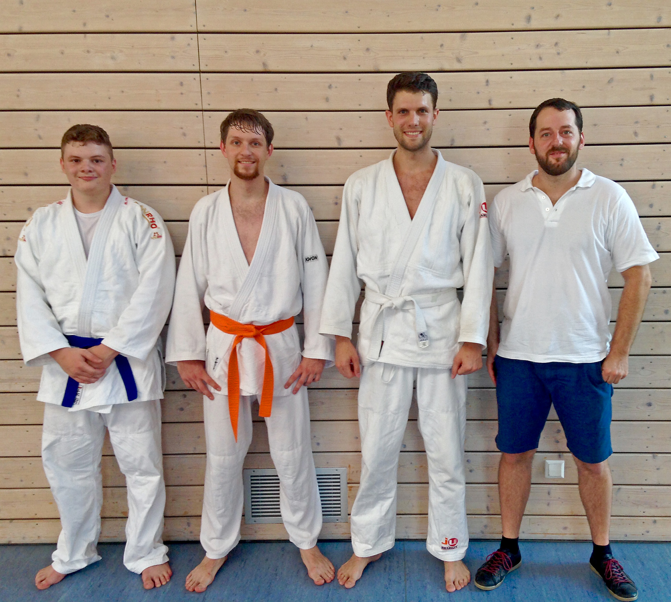 von links nach rechts, Prüfungspartner Robin, die Prüflinge Andreas und Julius, Prüfer Uwe